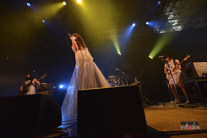 【ライブレポート】赤い公園が『ふやける』など7曲を披露! COUNTDOWN JAPAN14/15