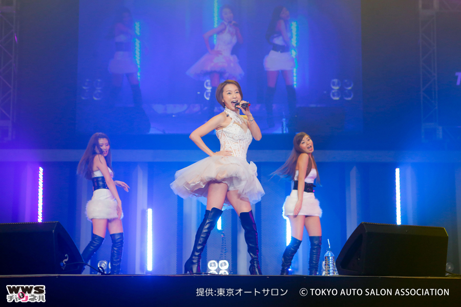 鈴木亜美が東京オートサロン2016で『BE TOGETHER』などを披露