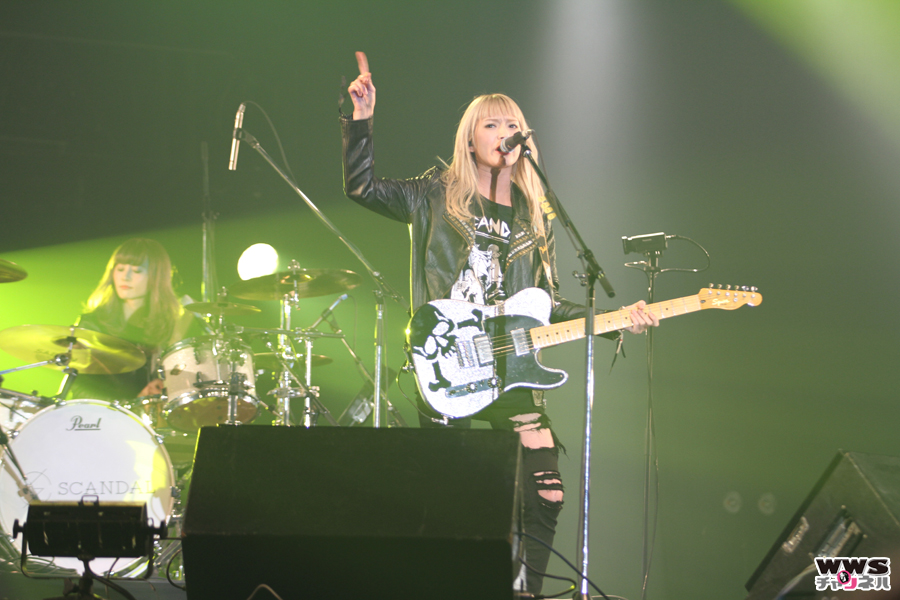 【ライブレポート】SCANDALがCOUNTDOWN JAPAN 15/16 GALAXY STAGEで新曲『ヘブンな気分』