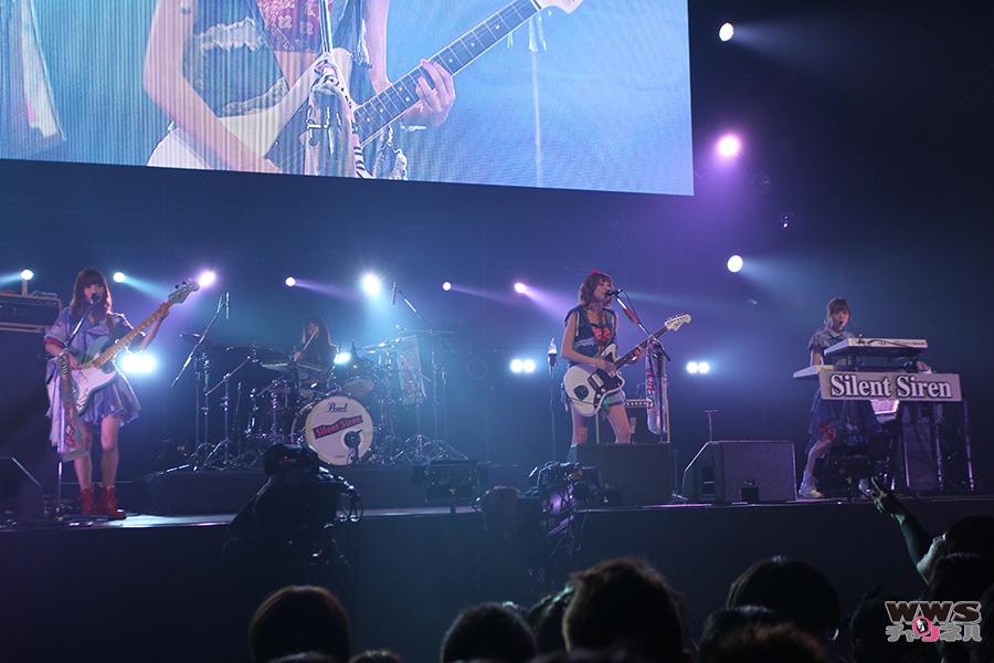 Silent SirenがCOUNTDOWN JAPAN 15/16の初日に登場!すぅ23歳のバースデー ステージは入場制限がかかる程の大盛況!