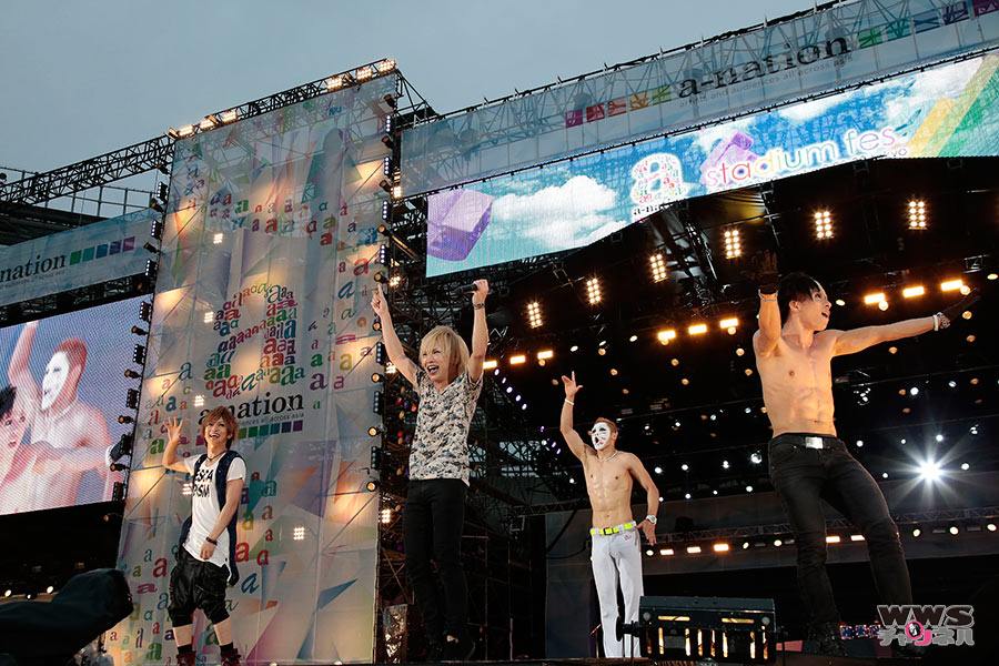 【ライブレポート】スイカに特大の「味の素」かける?!ゴールデンボンバーがa-nation初出演でオーディエンスを圧倒!