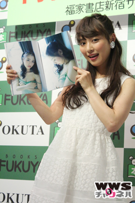内田理央が2nd写真集『Magical』発売記念イベントに登場!「これが最後のセーラ服になるかも」