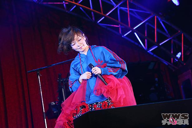 【ライブレポート】aikoが『ボーイフレンド』でちょっと早い「メリークリスマス!」テレビ朝日ドリームフェスティバル2015に出演!