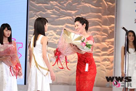 佐藤藍子が表彰式に参加