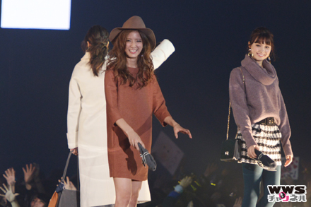E-girlsの藤井萩花、藤井夏恋、佐藤晴美、楓がGirlsAward 2015 AUTUMN/WINTERに登場!