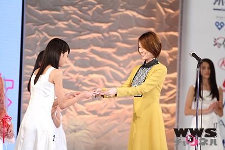 米倉涼子が表彰式に参加