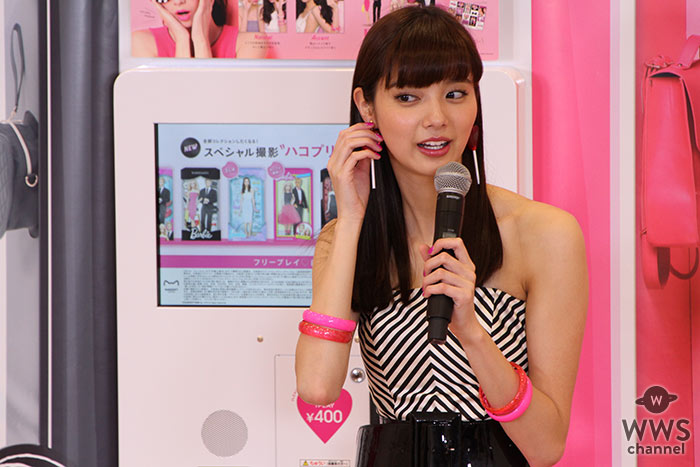 新川優愛がBarbie⾵の⾐装で登場!とびきりかわいい世界をアピール!
