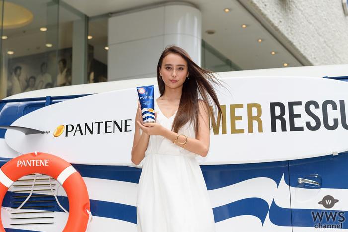 """石田ニコルが猛暑の渋谷で、紫外線に負けない潤い美髪を披露!「トリートメントを使って髪の毛を""""トゥルン トゥルン""""にしましょう!」"""