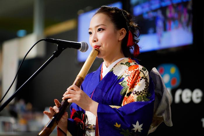 美人すぎる尺八奏者・辻本好美が東京スカイツリーで生演奏!H ZETTRIOワンマンライブにサプライズ出演!