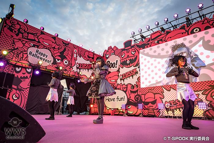 お台場で開催された「T-SPOOK」にきゃりーぱみゅぱみゅが登場。今回のコスプレ衣装はまさかの「墓」がコンセプト!