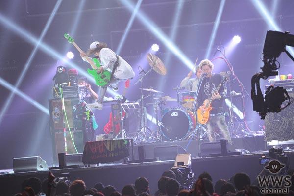 【ライブレポート】WANIMAがバズリズムライブで大感動の光のウェーブを生み出す!「もう曲やらんでいい!皆ありがとう!」
