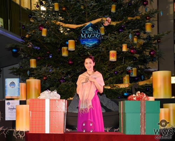 中村アンが背中が大きく開いた鮮やかなピンクのドレスで「渋谷ヒカリエ」クリスマスツリー点灯式に登場!