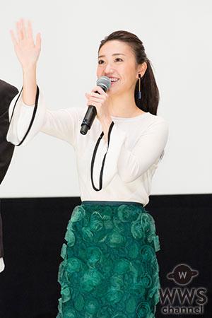 大島優子、透け感衣装に男性陣困惑!? 映画『疾風ロンド』初日舞台挨拶に阿部寛らが登場!