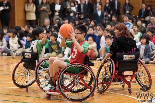 劇団EXILE 鈴木伸之、E-girls Ayaが小学生と車いすバスケットに挑戦!小池百合子 都知事も参戦!