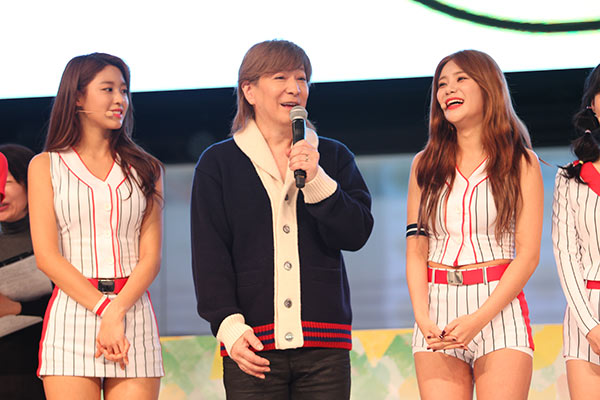 K-POPグループ・AOAが『WOW WAR TONIGHT〜時には起こせよムーヴメント girls ver.』でSEXYすぎるライブパフォーマンスを披露! 小室哲哉「日本でK-POPの一番になって欲しい」