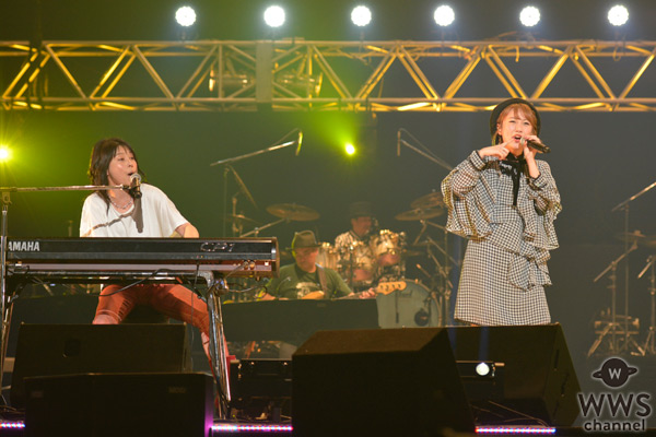 高橋みなみが「神ってる!」と絶賛!AAA2016で岸谷香と共に『GIRLS TALK』を披露!