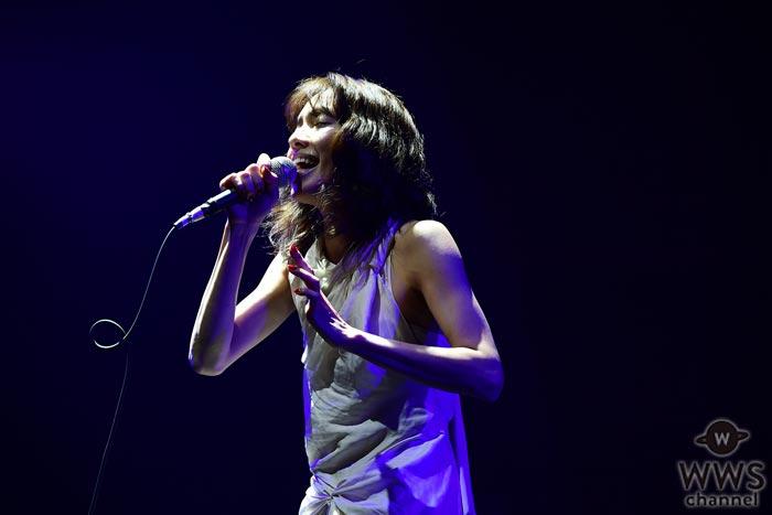 ミステリアスかつ限りなくピュアな歌姫・Coccoがカウントダウン・ジャパンで独特の世界観にオーディエンスを引き込む!