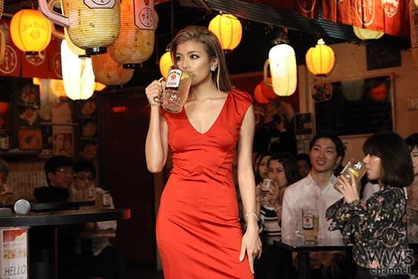 ローラが『渋谷ビームハイボール横丁』オープン発表会で理想の横丁デートを語る!「一緒に飲みながら笑い合いたい」