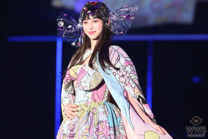 中条あやみが迫力の巨大ウェディング風衣装からセクシーな肩出し!東京ガールズコレクション2017 S/S