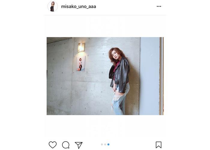 AAA宇野実彩子がクールなデニムファッションでSEXY過ぎる膝見せを披露!