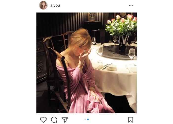 浜崎あゆみがパリでSEXY過ぎるピンクドレスから胸元を露わに!活動20年目スタート!