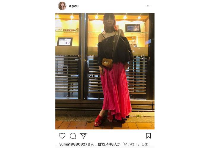 浜崎あゆみが横浜アリーナ公演前に 可愛い過ぎる熊ポーチとクールな肩出しコーデを披露!