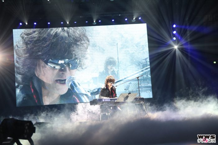 X JAPAN Toshlが『群青の夕暮れ』『Forever Love』を熱唱!関西コレクション2015 SPRING&SUMMER