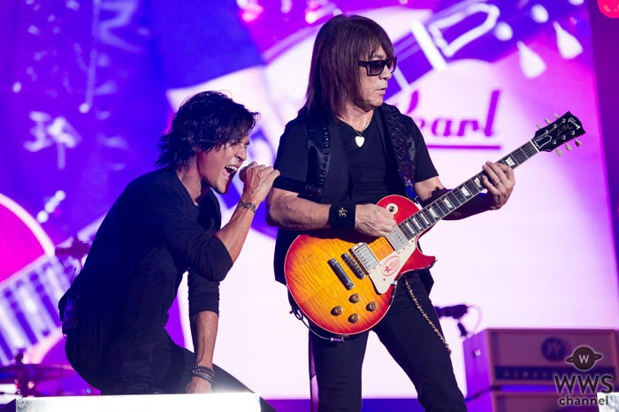 【ライブレポート】「ROCK IN JAPAN FESTIVAL 2017」初日の大トリにB'zが登場。「こんなすごい景色が見られるなら、もっと早く来ればよかった!」
