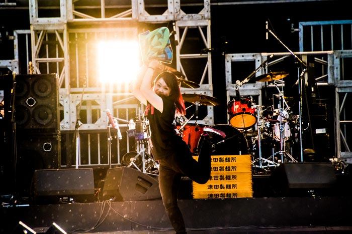 【ライブレポート】マキシマム ザ ホルモンが最強にして最狂の灼熱ステージで魅せる!氣志團万博2017が狂喜乱舞!