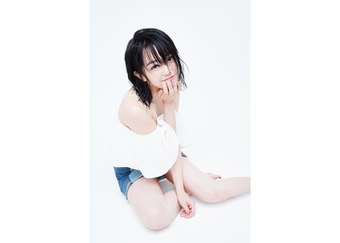 AKB48 峯岸みなみがフォロワー40万人突破に「ギリギリサービスショット 笑」と写真を披露!「息できんくらい可愛い」と歓喜の声!