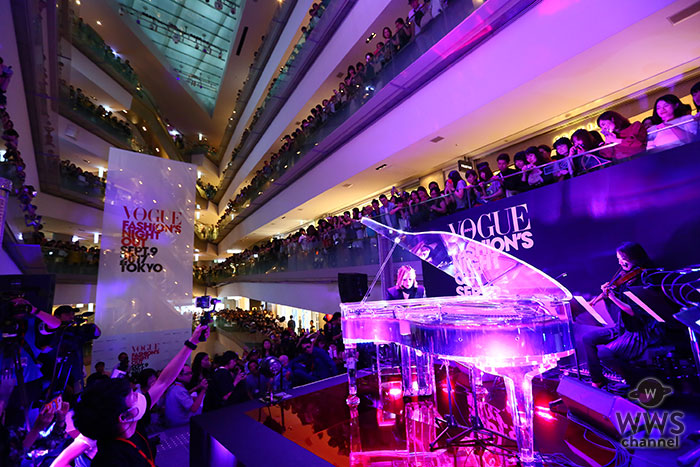 YOSHIKIスペシャルゲスト出演で、表参道ヒルズが一時騒然! 「VOGUE FASHION'S NIGHT OUT 2017」オープニング・セレモニーで「Forever Love」「ENDLESS RAIN」2 曲を演奏し、3,400 名の観客を魅了!