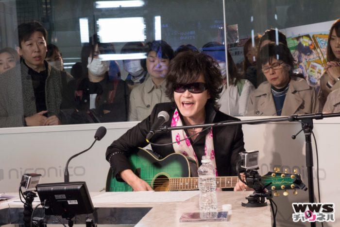 X JAPANのボーカルToshlがニコニコ生放送で新曲『群青の夕紅れ』をギター1本で熱唱!