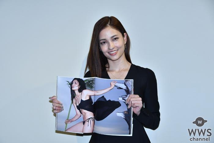 黒木メイサがセクシーで美しい姿を披露!8年ぶりの写真集『INCARNATION』発売記念イベント開催!
