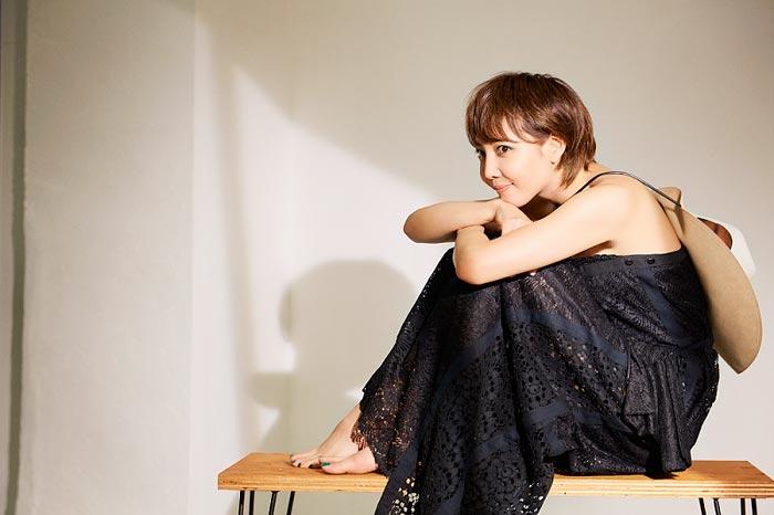 柚希礼音が自身初となる美しいドレス姿を披露!「新しい自分にも出会えてとても楽しい撮影になりました」