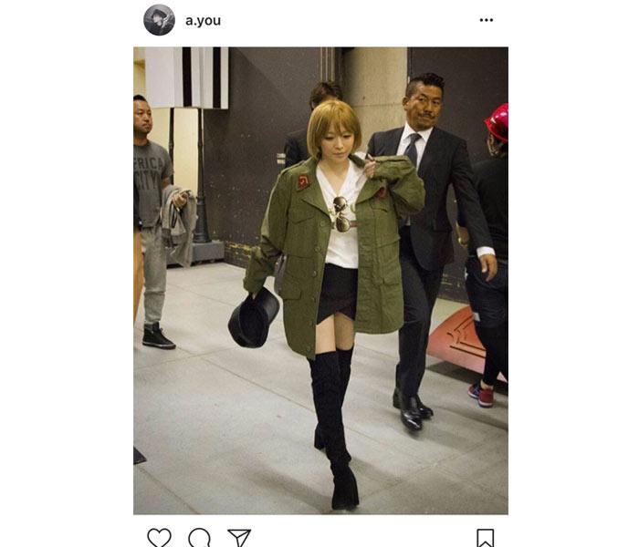 浜崎あゆみが黒のミニスカートにロングブーツで スタイルが際立つ美脚をアピール!「あゆちゃん顔小さすぎ!」
