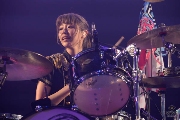 【ライブレポート】SILENT SIRENすぅがCOUNTDOWN JAPAN 17/18でバースデー迎える!今年リリース『ジャストミート』など計7曲をポップに披露!