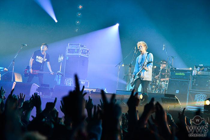10-FEETがCOUNTDOWN JAPAN 17/18の2日目、EARTH STAGEのトリで登場! 東京スカパラとのコラボ含め、持ち時間を目一杯使って届けた曲数は、まさかの全12曲!