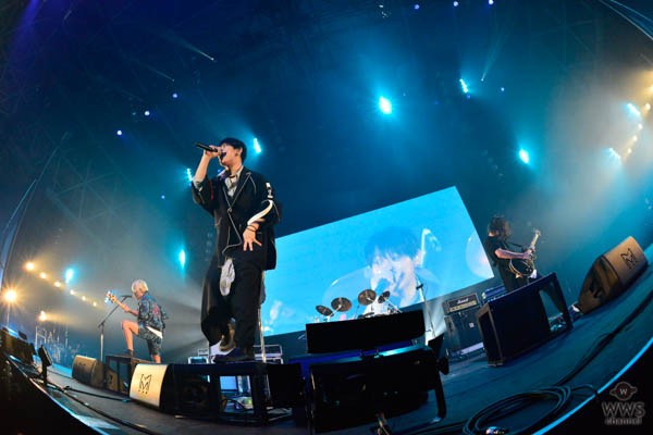 【ライブレポート】THE ORAL CIGALETTESがCOUNTDOWN JAPAN 17/18 EARTH STAGEに登場! 大観衆を前に高笑いしつつも、オーディエンスに今年1年の感謝を込めたステージを展開。