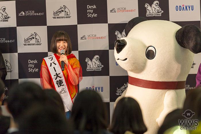 現役女子高生アーティスト・吉田凜音が 新宿駅西口地上コンコースライブで 可愛すぎるニッパーコラボグッズお披露目!