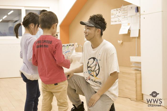 EXILE ÜSA が手掛けた絵本「ダンスアース」を園児に読み聞かせ!初めての保育園訪問に「勉強になった」「また機会があればやりたい」 !!