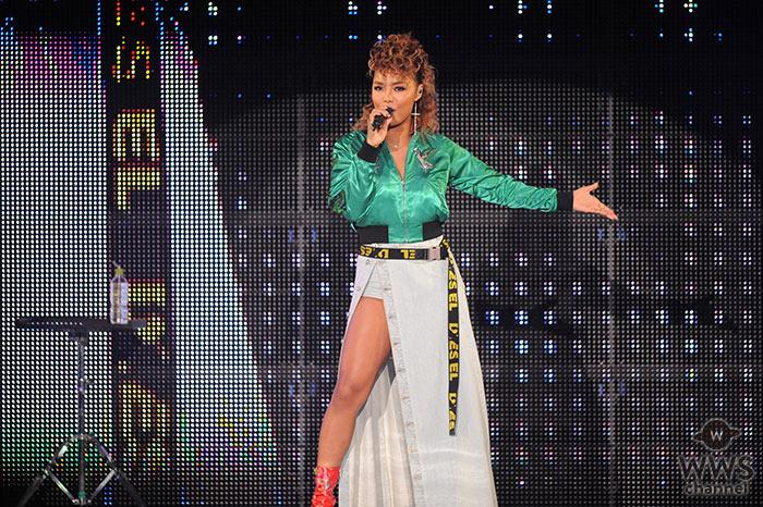 【 写真特集】Crystal Kayが『何度でも』などヒット曲を伸びやかな歌声で熱唱!12000人のオーディエンスを魅了!<神戸コレクション2018 S/S>