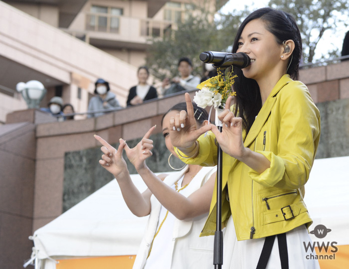 倉木麻衣が新曲『WE ARE HAPPY WOMEN』初披露! 黄色に染まった恵比寿ガーデンプレイスでHAPPYダンス!2018年も得意のダジャレ2連発!?