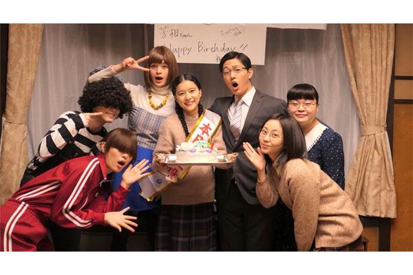 芳根京子、21歳の誕生日を「海月姫」キャストと祝福!