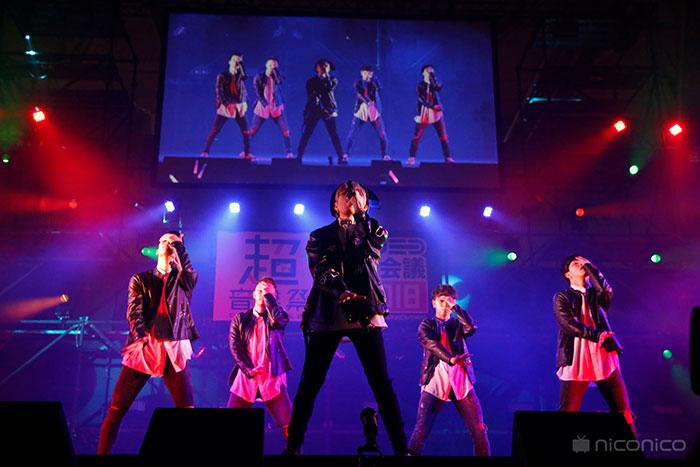 末吉秀太(AAA)がニコニコ超会議に登場!超音楽祭でダンサーを引き連れてクールなパフォーマンスを披露!