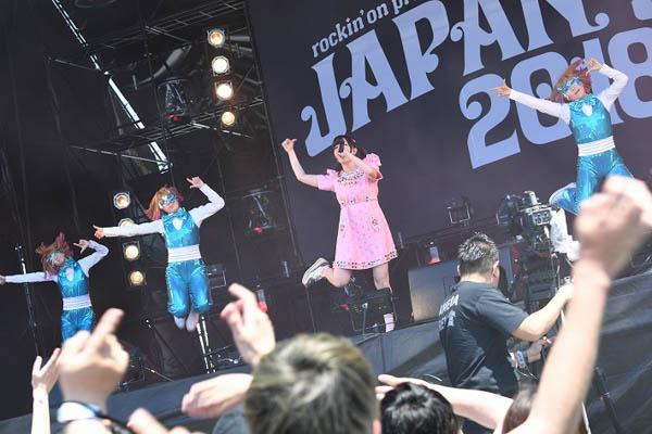 きゃりーぱみゅぱみゅがJAPAN JAM 2018、2日目のSKY STAGEに登場! 懐かしい曲から新曲「きみのみかた」まで一挙に大放出!