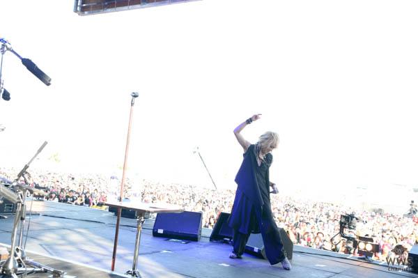 hideメモリアルライブイベントに登場したD'ERLANGERが炎天下のステージでシャウト!!