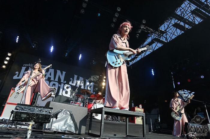 SCANDALが「JAPAN JAM 2018」に初登場!野外ステージで勢いのあるライブパフォーマンスを披露!