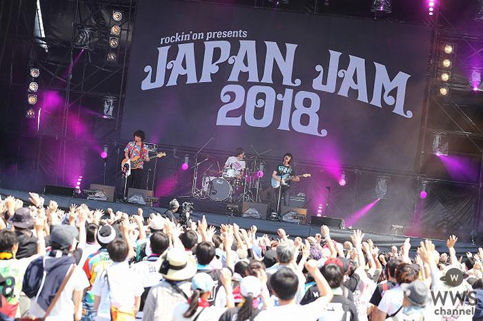 【ライブレポート】3ピースバンド・おいしくるメロンパンがJAPAN JAM 2018に初出演!新曲から人気曲『look at the sea』で観客を魅了!