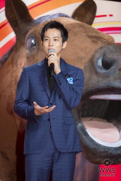 土屋太鳳、巨大な馬で運気は上昇!?日本ダービーで「勝利の女神に出会いたい!」