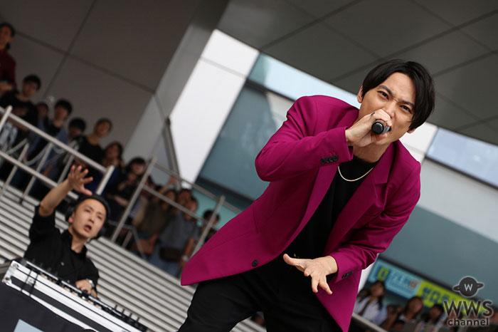 SKY-HI、ガンダム立像の前でガンダム主題歌を歌唱!!